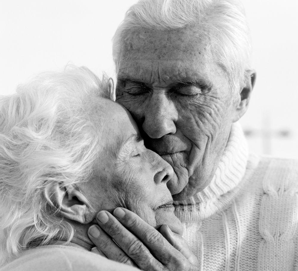 картинки с поцелуями пожилых людей утренники порой